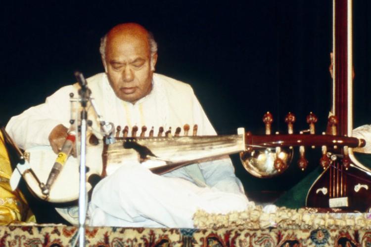 ওস্তাদ আকবর আলী খাঁ - কুইজার্ডস
